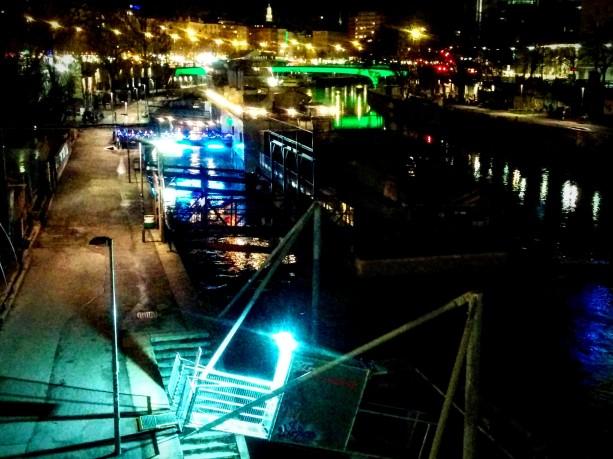 Der Donaukanal bei Nacht.